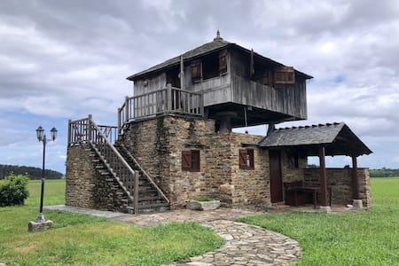 Hórreo rehabilitado en el Occidente de Asturias