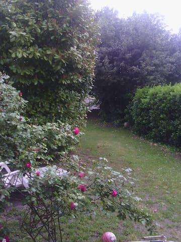 Chambre donnant sur jardin, grd lit - Gradignan - ที่พักพร้อมอาหารเช้า