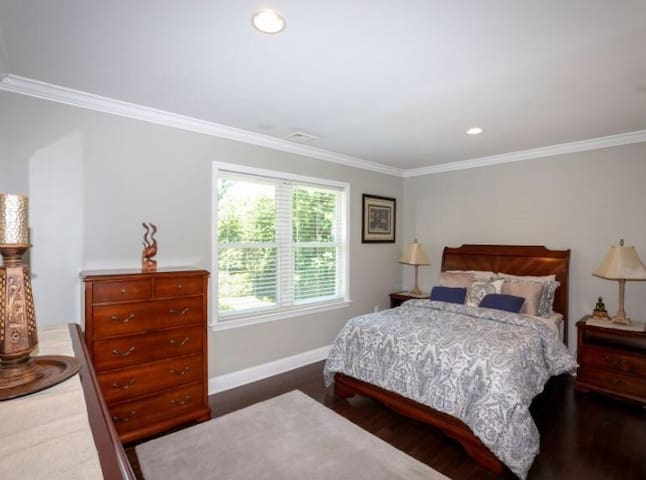 Beautiful and Peaceful HOME in the Hamptons 2BATH