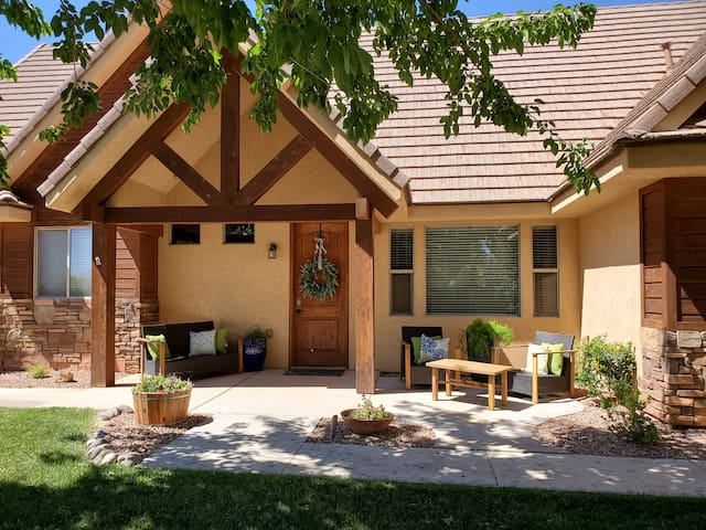 Cottonwood Crossing NEW sleeps 36- 7 King Bedrooms