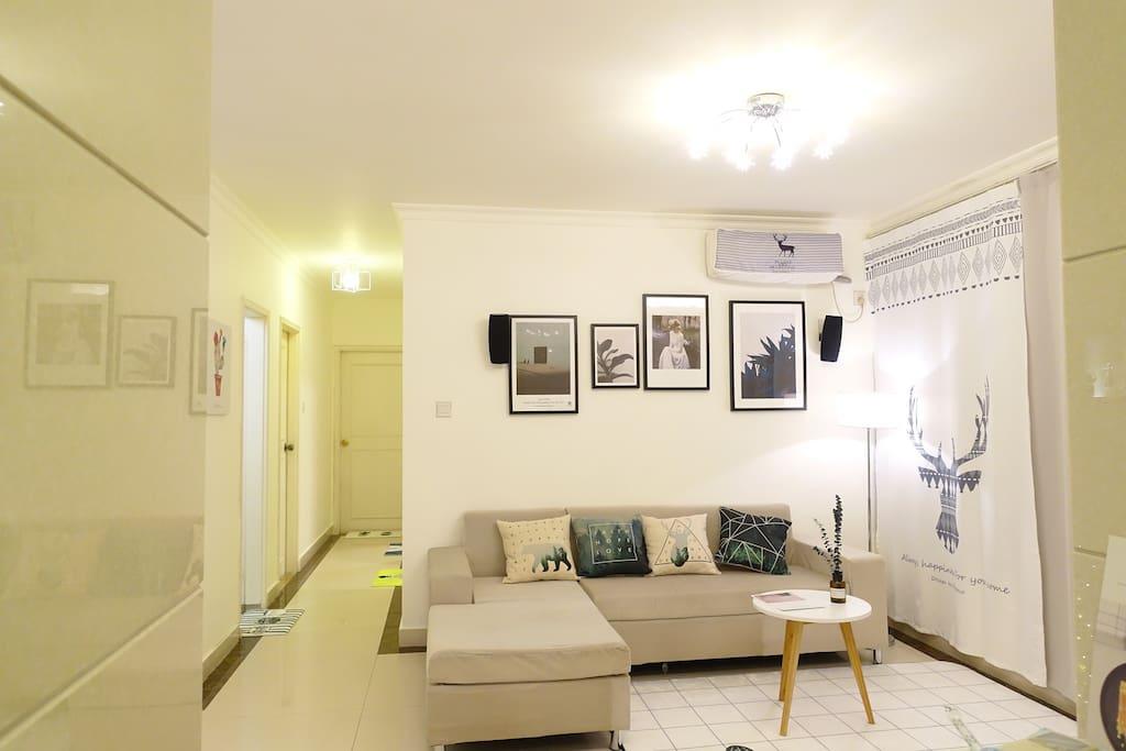 很大的客厅,所有装饰都是精心挑选的~舒适的北欧风房子。