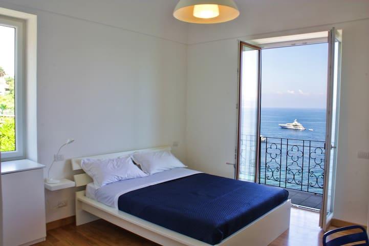room seaview