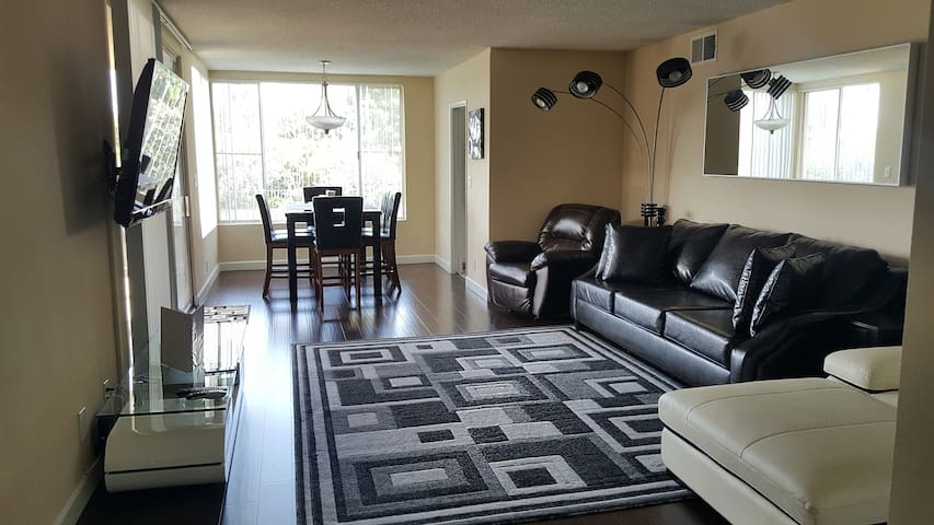 RENOVATED Beverly Hills Condo! - Los Angeles - Apartment