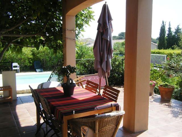 Villa provençale dans village - Châteauneuf-du-Pape - Casa