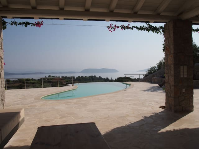 The Spa: Luxury villa, pool, spectacular sea views - Aghios Emilianos