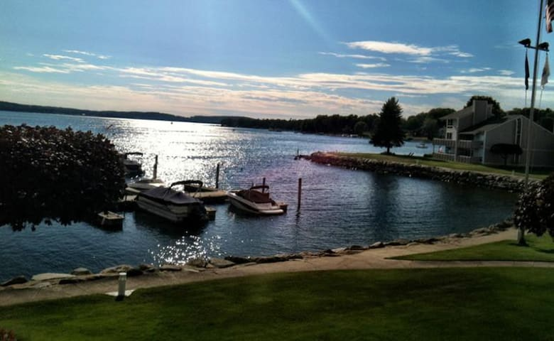 Champagne View On Lake Charlevoix Sleeps 8
