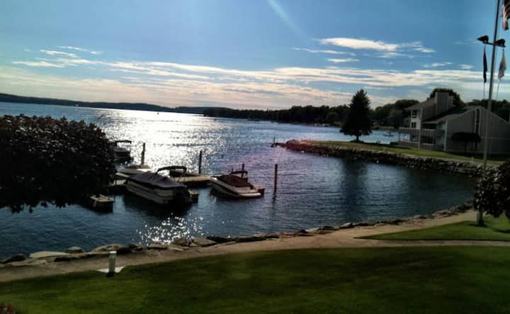 Champagne View On Lake Charlevoix Sleeps 8