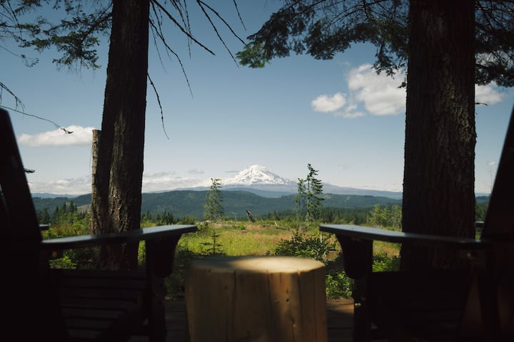 Timber Valley Glamping Getaway with Mountain View