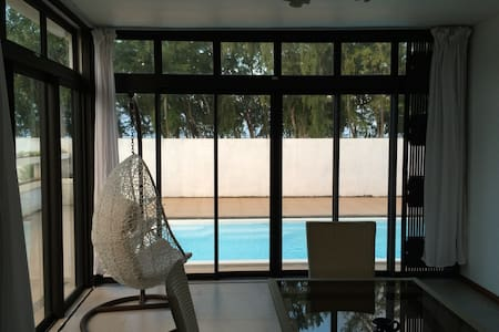 Spacious 4 BR Beach Villa w/Private Pool + WIFI - Quatre Cocos - Willa