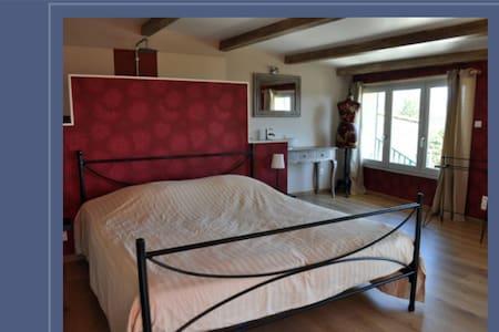 Charmante chambre lumineuse de 27 m2 - Villeneuve-de-Berg