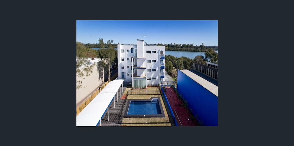 Waterfront Apartment - Mortlake - Daire