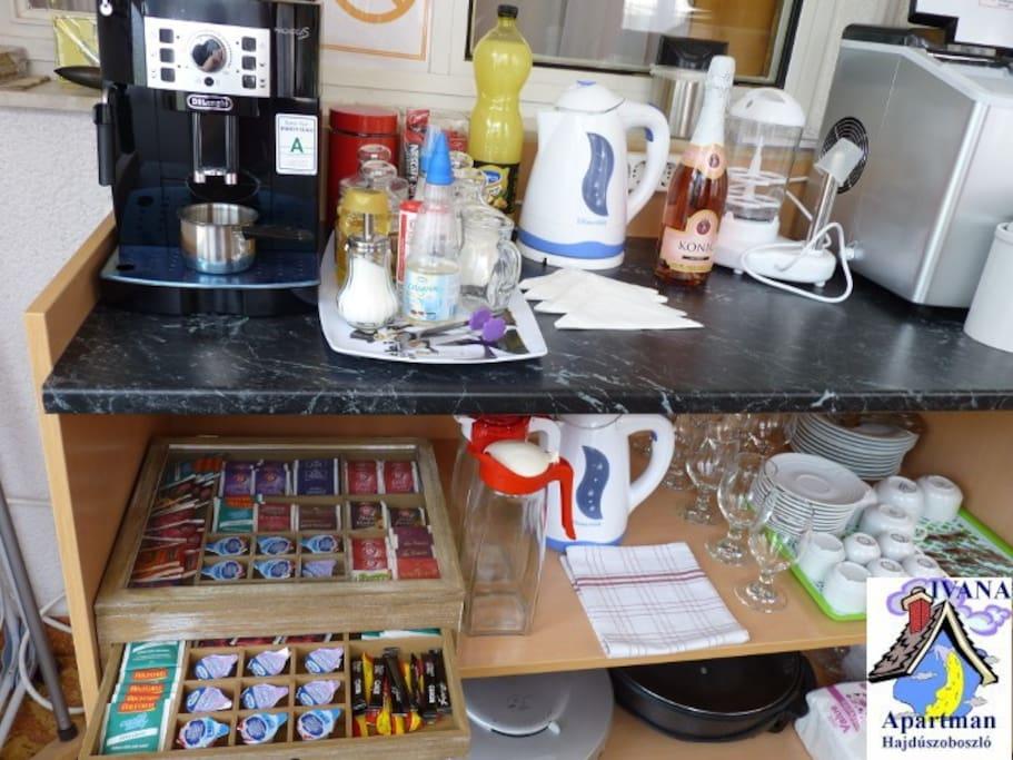 KÁVÉ-TEA-PULT Coffee tea desk