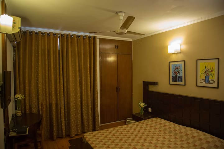 1 Private Room in 3 Room BnB in Hauz Khas