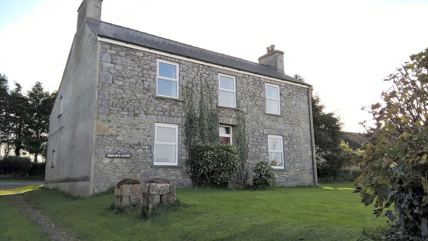 Nr Tenby & ferry. Budget, disabled & dog friendly.