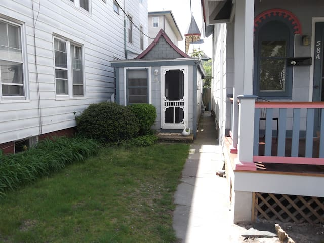 Former tent, current cottage in Ocean Grove - Neptune Township - Bungalo