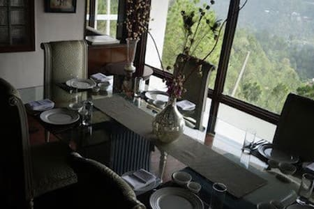 British style bungalow, valley view -  Tehsil Solan - Bed & Breakfast