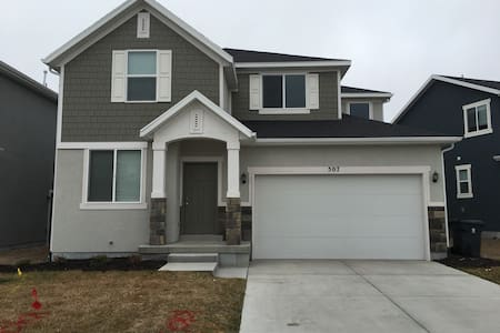 New Home w theatre/pingpong/6 beds - Orem