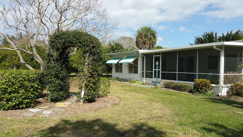 Cozy Florida Beach Home - Nokomis - House