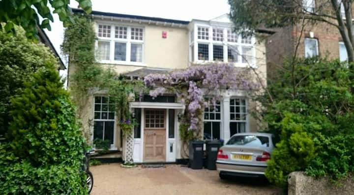 Stunning Victorian detached house Super King Room3