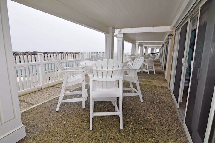 ❤️OCEANFRONT Avalon Home Steps Away from Town