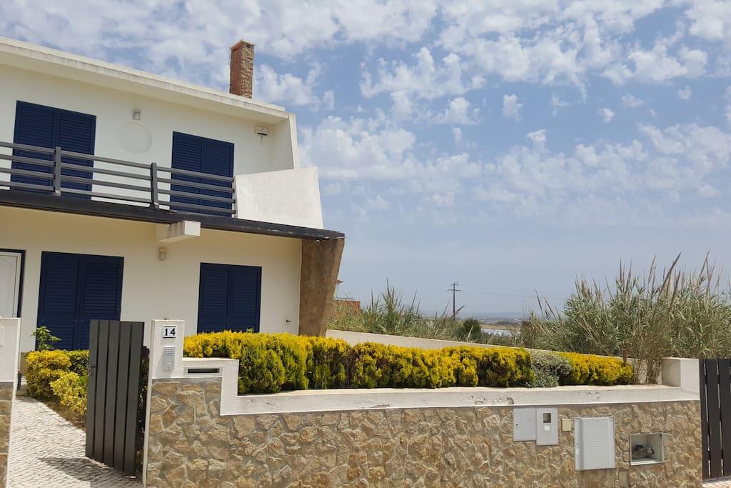 Villa on praia azul beach case in affitto a silveira for Case a buon mercato 4 camere da letto