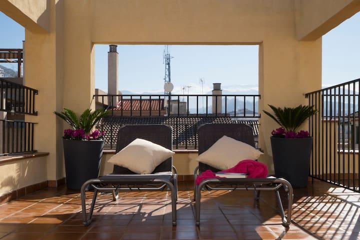 Ático con terraza en pleno centro de Granada