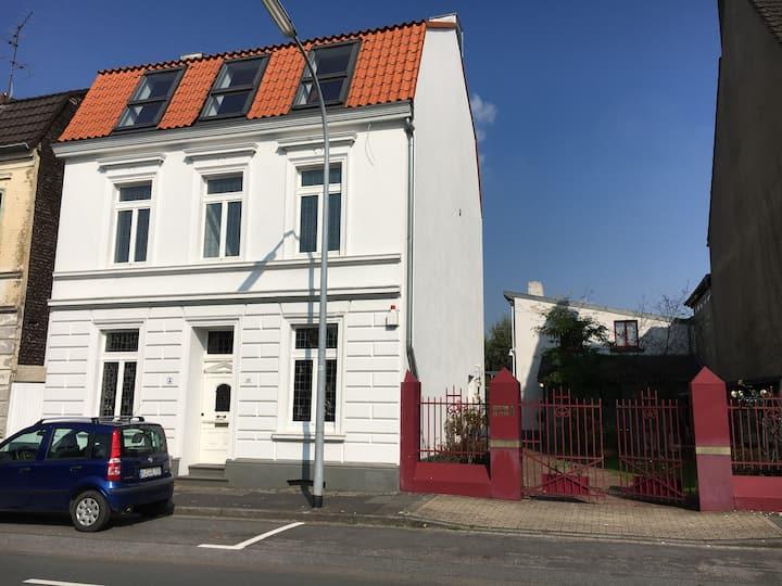 Gründerjahre Stadthaus saniert (shared EG/UG)