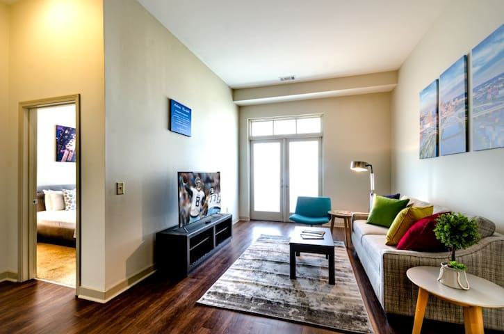 Modern & Fully Furnished 1BR on Charlotte Ave