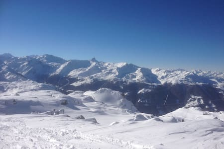 PISTE BLEUE- APT. 3 MINUTES FROM LIFTS & SHOPS - Appartement