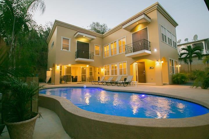 Casa Marbella-Custom 5 Bed/4.5 Bath w/Private Pool
