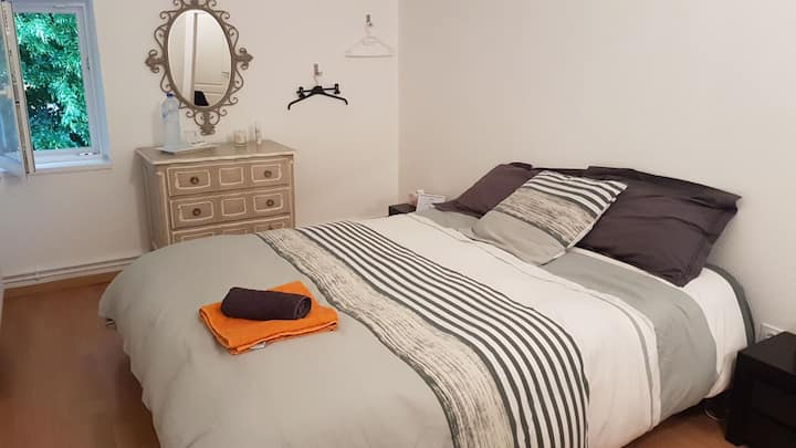 Chambre avec  lit 2 personnes
