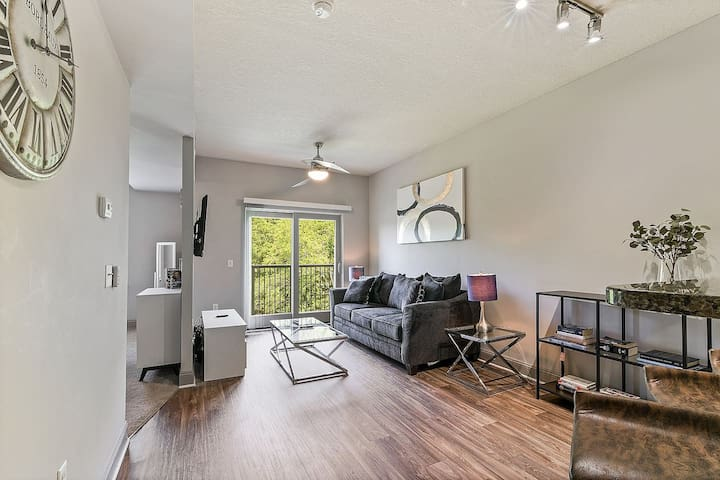 ❤️  SouthPark Condo ★ Balcony ★ WiFi + Cable  (700 SqFt)