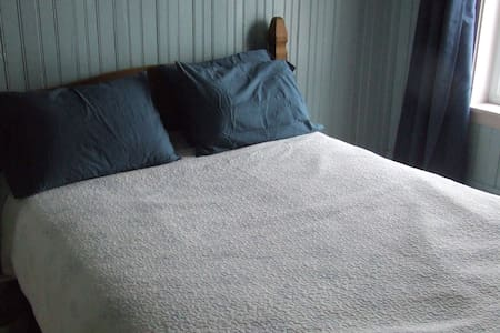 Bedroom to rent in Bellechasse