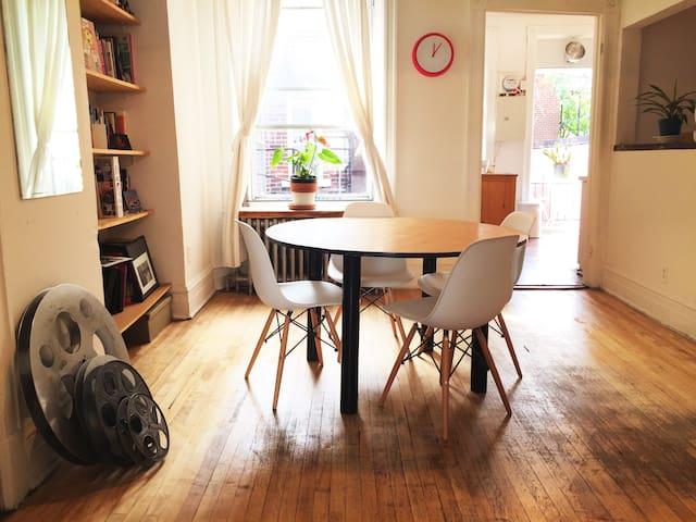 Cool neighborhood, Cozy apartment