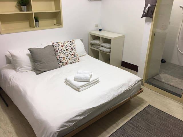 Convenient Room#3 by Taipei 101 w private bathroom - Da'an District - Byt