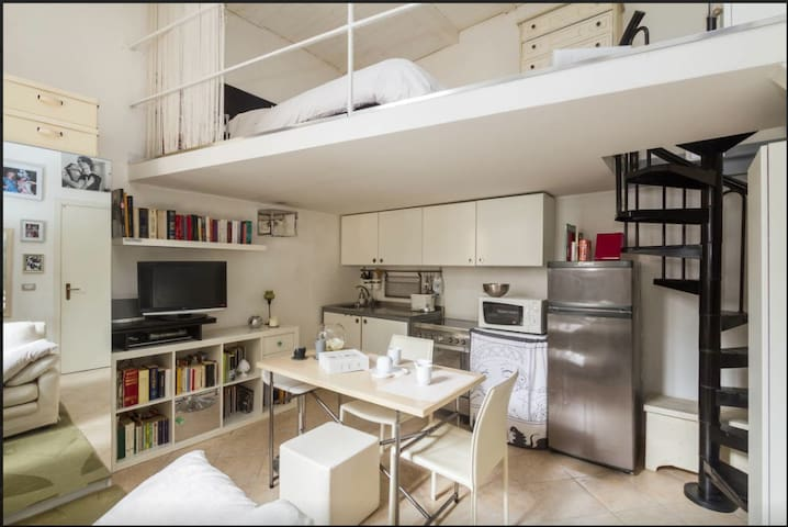 Nest for two in the heart of Milan
