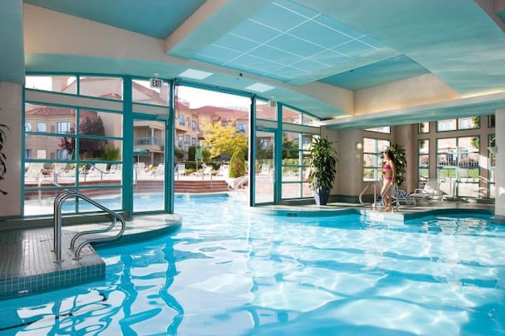 Luxury Delta Grand Okanagan Stay on the Lake - Kelowna - Timeshare