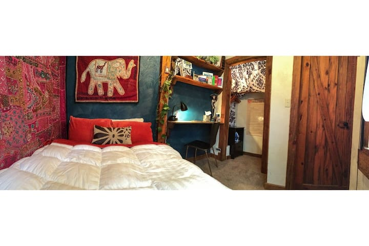 Cozy Private Room and Bath in Home, Downtown CB - Crested Butte - Hus