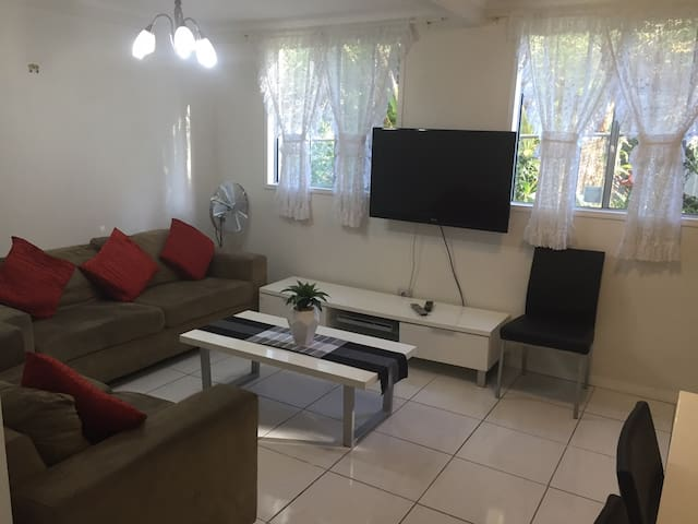 Ground Floor Apartment in Annerley - Annerley - Apartemen
