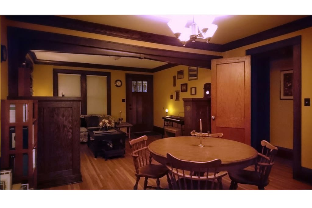 Spacious hardwood living room w/ table leaves as desired!