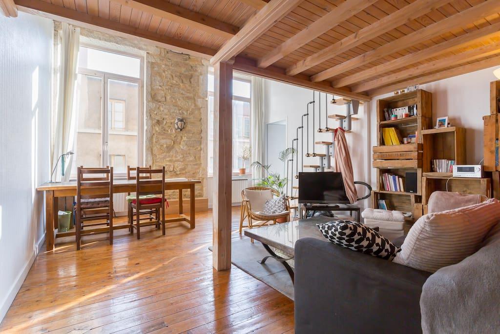 appartement dans les pentes de la croix rousse appartements louer lyon rh ne alpes france. Black Bedroom Furniture Sets. Home Design Ideas