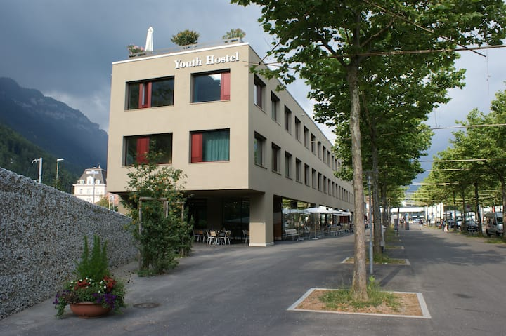 Interlaken Hostel, 4 bed, washbassin
