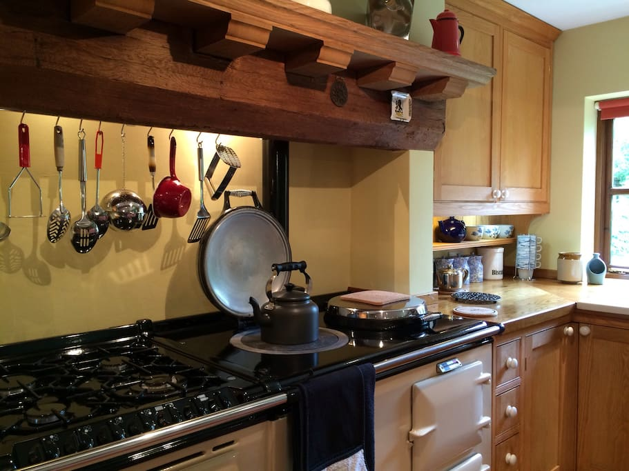 Our oil fuelled Aga is always on, ready to boil the kettle, simmer, roast or keep food warm. We provide a fully equipped kitchen.