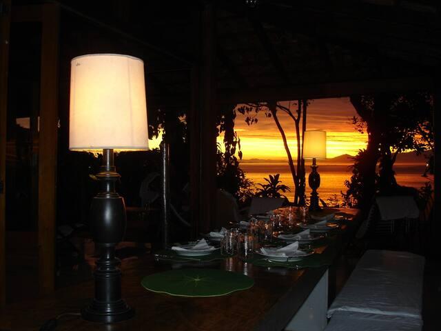 Diner au coucher de soleil