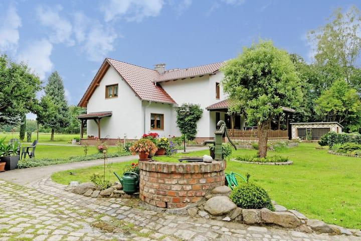 Acogedora casa de vacaciones en Schmogrow-Fehrow en el bosque