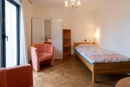 Zimmer Appartment, Parket & Balkon - Bad Homburg vor der Höhe