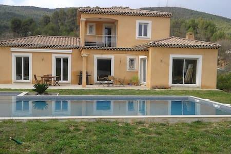 Chambre indépendante, vue sur montagne Ste Baume - Saint-Zacharie - Haus