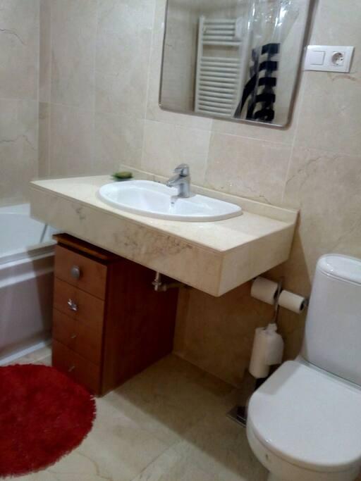 Baño privado en la misma habitacion