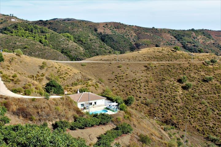 Casa Pérez, en un paraje natural y exuberante.