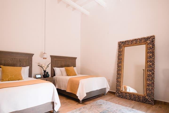 Piso Local House / Yojo Room
